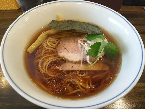 「醤油らぁ麺 ※恥ずかしながら鶏チャー抜き」@らぁ麺  麦一粒の写真