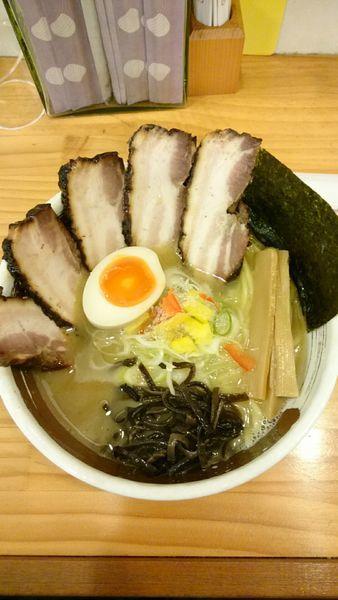 「鶏白湯  塩   800円 (チャーシュー+4枚)」@濃厚ラーメン じゅんの写真
