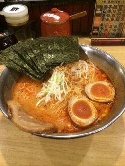 「味玉味噌ラーメン バク辛 細麺 大盛り」@らーめん房 とりとんの写真