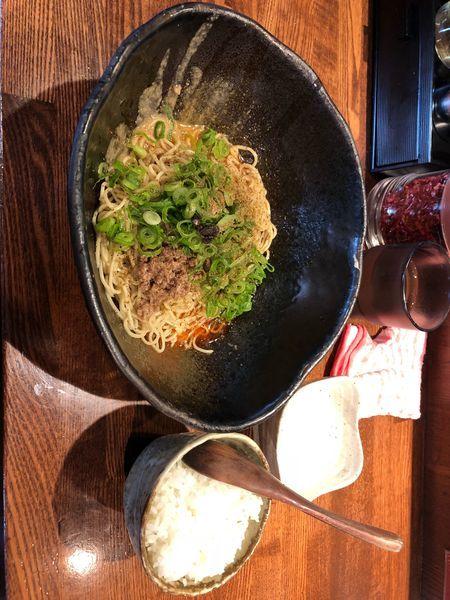 「汁なし坦々麺 2辛 (580円) 温泉玉子(50円) 半ライス(」@キング軒 東京店の写真