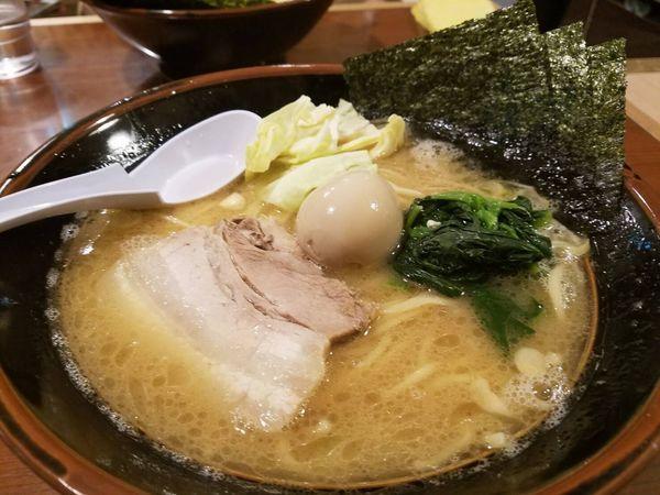 「豚骨醤油ラーメン」@自家製麺 らあめん 寸八の写真
