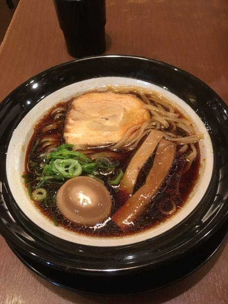 「大阪ブラック(太麺)+味玉」@金久右衛門 南港ATC店の写真