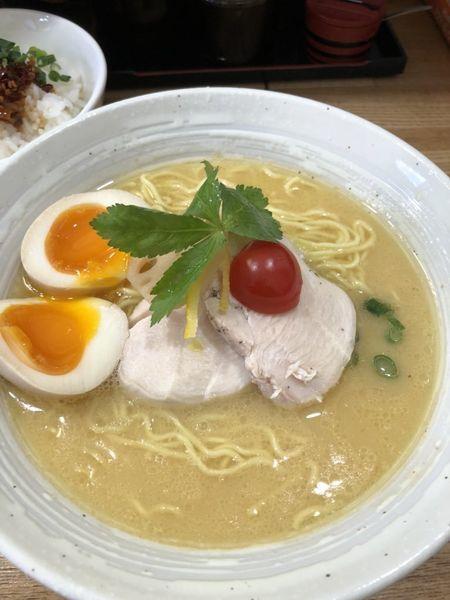 「鶏白湯ラーメン」@横須賀らぁ麺しろの写真