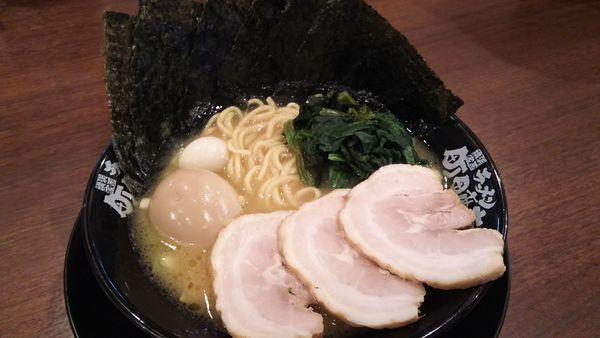 「豚骨醤油ラーメンMax¥900」@町田商店 成瀬店の写真