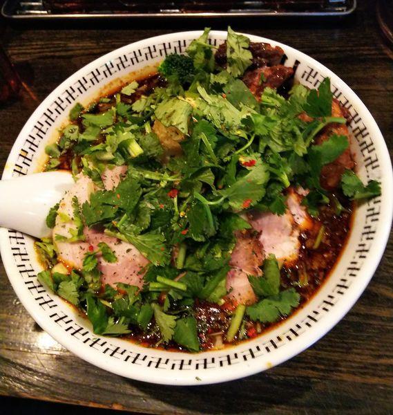 「スパイスダブルチャーシュー麺+パクチー」@スパイス・ラー麺 卍力の写真