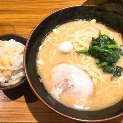 横浜家系ラーメン 横浜道 新宿西口店の写真