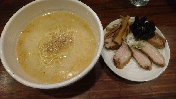「【限定】豚とろチャーシュー麺」@らーめん くまくらの写真