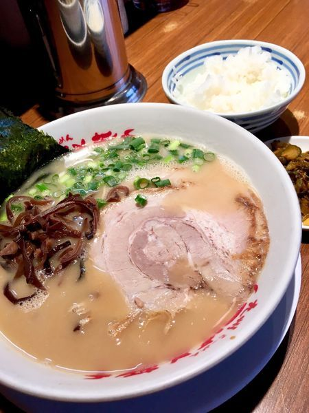 「ラーメン(730円)半ライスサービス」@九州ラーメン つばめ軒の写真