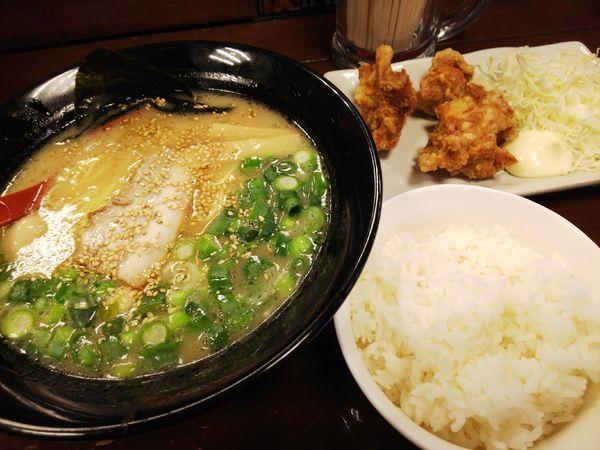 「圓山ラーメン+唐揚げセット」@圓山ラーメンの写真