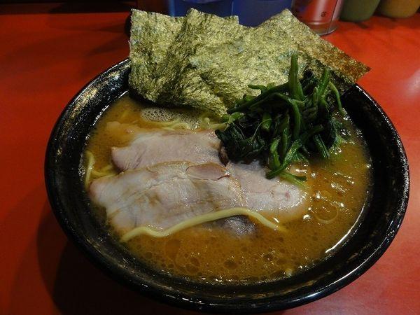 「中盛チャーシュー麺 970円 麺硬め」@家系総本山 吉村家の写真