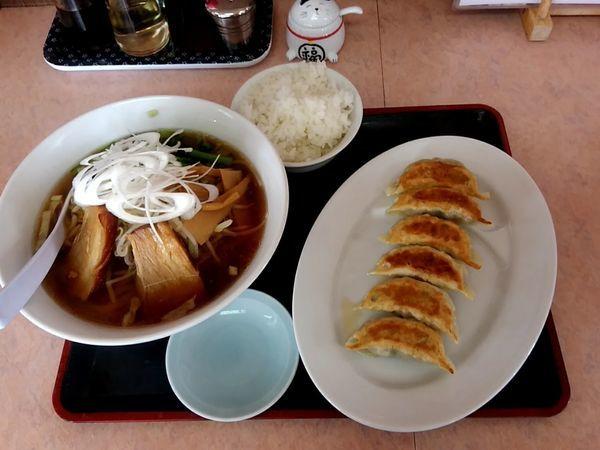 「⑥厚切りチャーシュー麺+餃子+ライス990円」@りゅう太郎の写真
