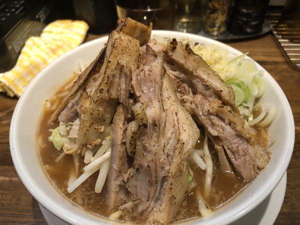 「本気の炙り焼豚そば(980円)」@本気の焼豚 プルプル食堂の写真