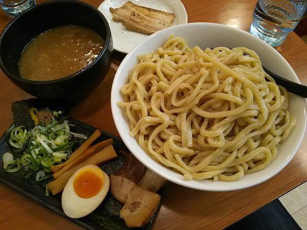 「超濃厚魚介とんこつつけ麺 (特盛:無料) +チャーシュー:㋗」@ラーメン 春樹 多摩カリヨン館店の写真