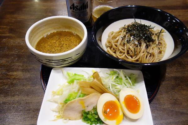 「【期間限定】黒味噌つけ麺+味玉」@味噌らーめん専門店 味噌三礎の写真