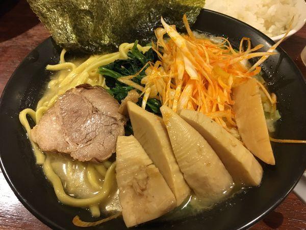 「生たけのこメンマとネギの豚骨ラーメン」@麺家 徳 アトレ川崎店の写真