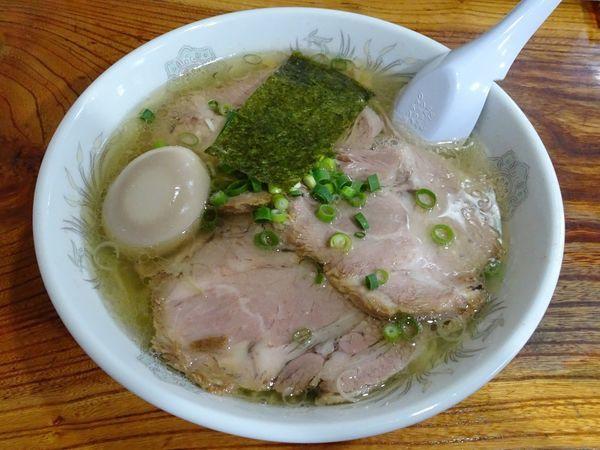 「塩チャーシュウメン(1,050円)+煮たまご(100円)」@伊達屋の写真