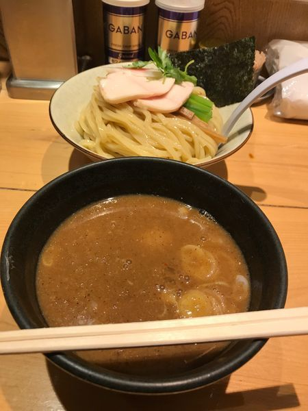 「濃厚煮干しつけ麺 大 味玉サービス」@麺屋 薫風の写真