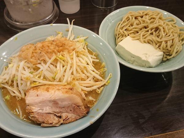 「小つけ麺(ハーフ&ハーフ)¥900」@立川マシマシ 8号店の写真