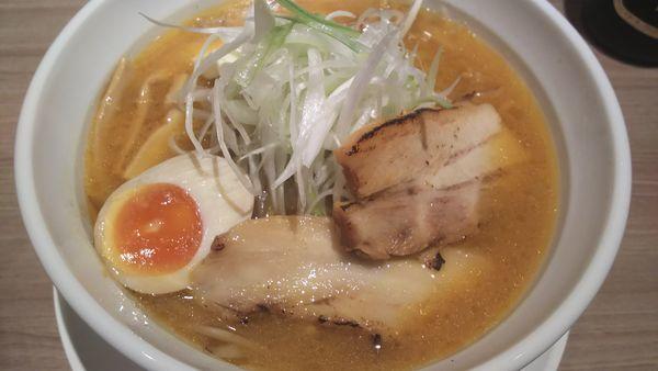「味噌らーめん+バター」@北海道らーめん さつほろの写真