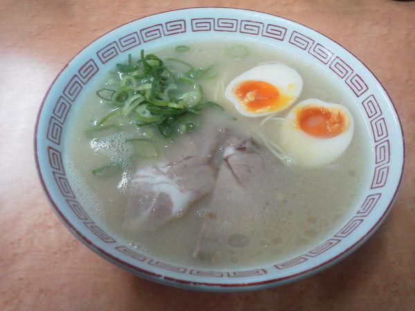 「煮玉子ラーメン 650円」@長浜ナンバーワン 祇園店の写真