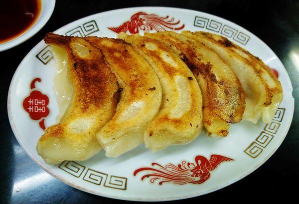 「手打ち餃子(5個)  500円」@中国手打拉麺 馬賊 浅草本店の写真