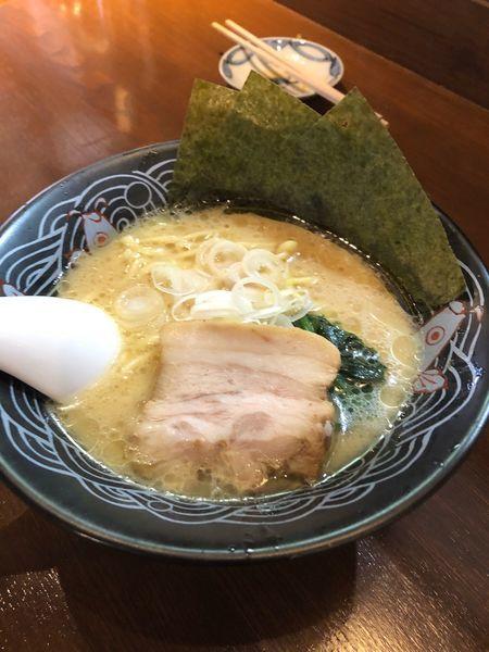「とんこつ醤油ラーメン」@三崎港ラーメン 三崎港本店の写真