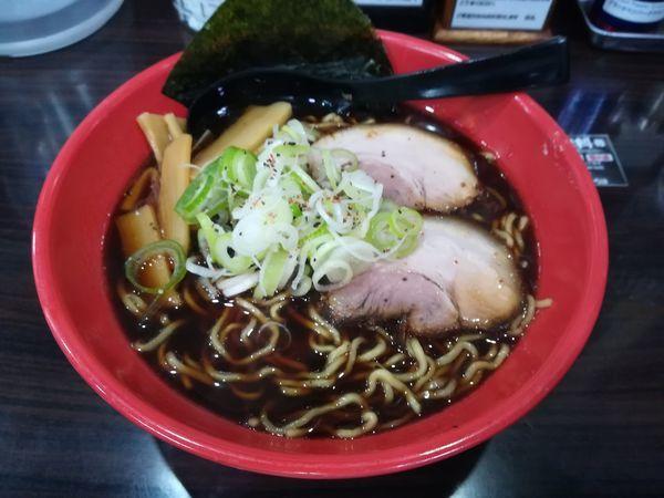 「5/5富山ブラック大盛り無料790円」@麺家いろは 海老名ビナウォーク店の写真