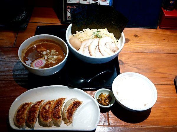 「超重厚魚介つけめん(並盛・250g)1,100円+餃子セット」@一合舎の写真