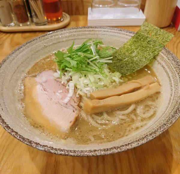 「魚介豚骨らーめん 中盛」@麺屋くおん 上里店の写真