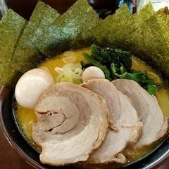 横浜家系ラーメン たくみ家の写真