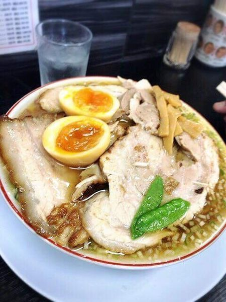 「煮卵入り 柔らか肉ソバ➕バター肉飯小」@中華そば みずさわ屋の写真
