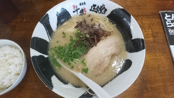 「豚骨らぁめん」@ラーメンてつ 埼玉蓮田支店の写真