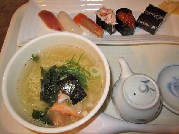 「寿司5貫&ミニラーメンセット 1,080円」@SUSHI CAFE RETARの写真