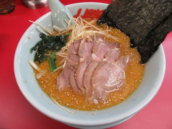 「特製味噌ネギチャーシュー麺(1070円)」@ラーメン山岡家 土浦店の写真