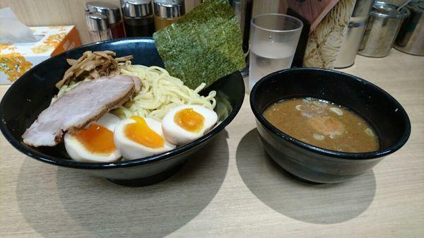「つけ麺(中盛り+味たまご+チャーシュー)@917円」@せい家 柏店の写真