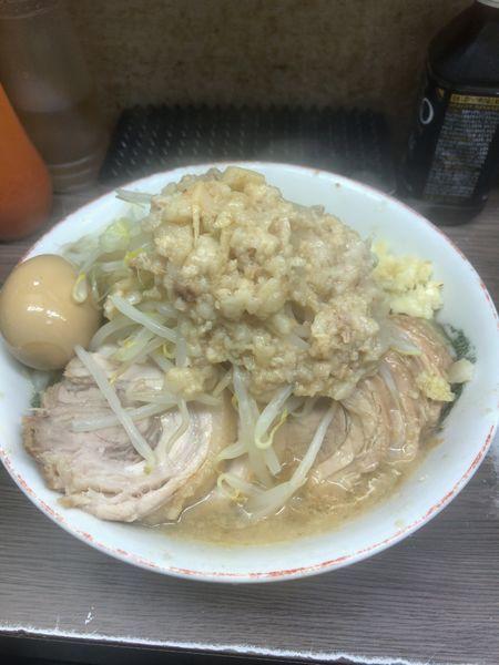 「110小豚¥840味付け卵¥80 ニンニクアブラカラメ」@ラーメン二郎 横浜関内店の写真