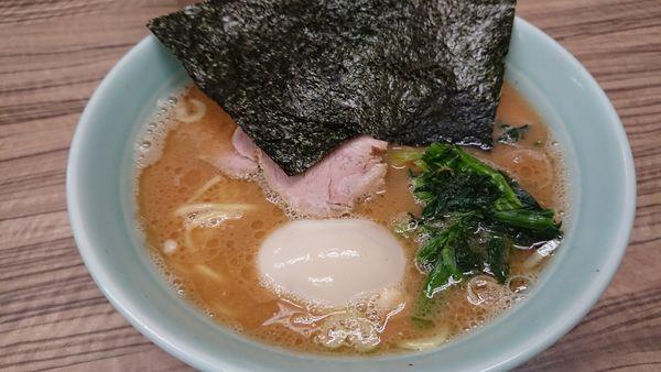 「味玉ラーメン(麺硬め)」@横浜家系ラーメン武蔵家 松戸店の写真