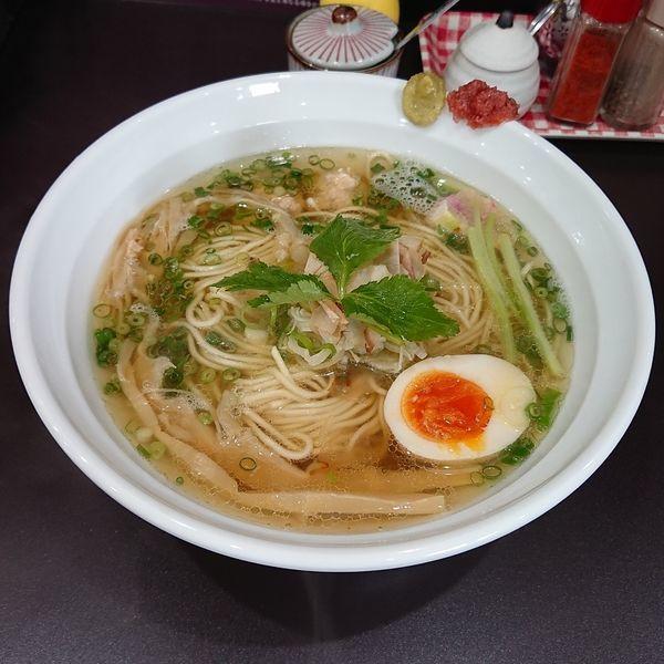 「マグロ出汁の中華そば 白醤油仕立  @800円 数量限定」@麺や hideの写真