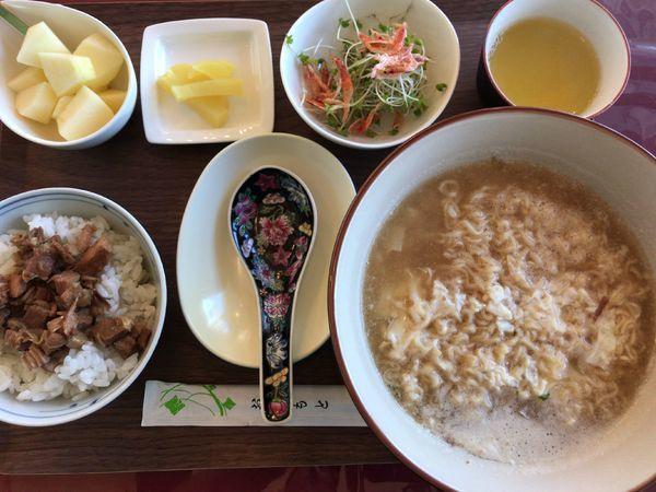 「Aセット(魯肉飯+インスタント麺肉そば+お新香+サラダ+フ」@五福 本店の写真