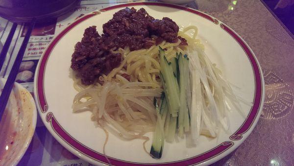「ジャージャー麺、大盛」@魯香酒樓の写真