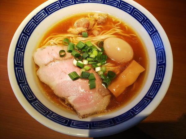 「醤油らぁ麺+味玉 700+100円」@らぁ麺 たか樹の写真