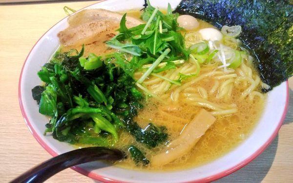 「醤油とんこつラーメン並+ほうれん草」@らぁ麺処 寿の写真