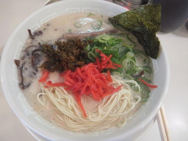 「ラーメン(麺硬め)500円(替え玉1玉無料)」@博多天神 池袋店の写真