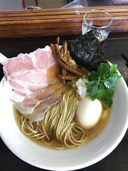 「112特製煮干しそば(黒)¥1.100牡蠣の和え玉¥400」@と多゛食堂の写真