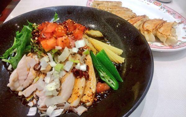 「よだれ鶏冷麺+餃子6個」@餃子の王将 石川町店の写真