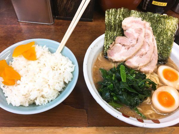 「チャーシュー麺&大ライス」@横浜らーめん 武蔵家 池袋店の写真