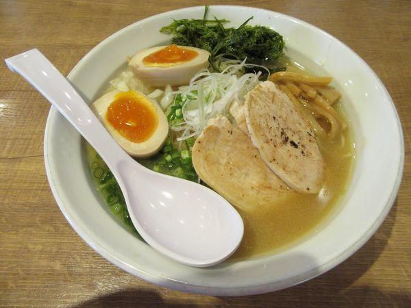 「濃厚鶏白湯醤油(750円)+味玉100円」@麺屋 飛翔の写真