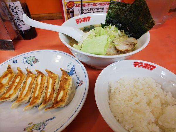 「とんこつ醤油ラーメン+ぎょうざセット+半らライス」@テンホウ 富士見店の写真
