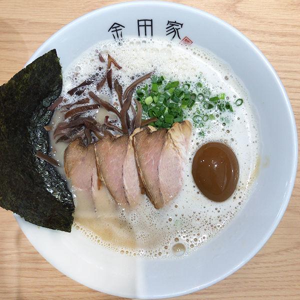 「黒豚ラーメン+煮卵」@金田家 博多店の写真