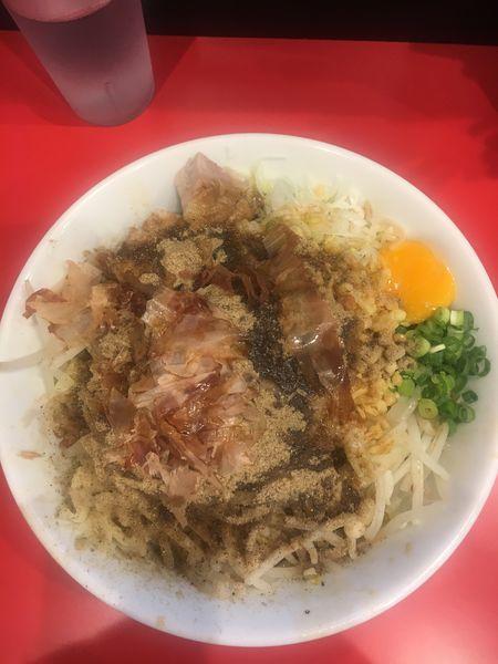 「まぜそば  魚粉+鰹節 ニンニクマシ+アブラ+ショウガ」@用心棒の写真